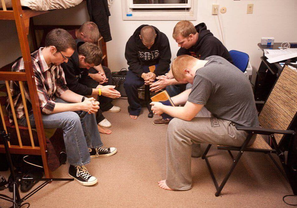 Small Group Discussions & Sober Living Meetings - Inpatient Rehab Program TN
