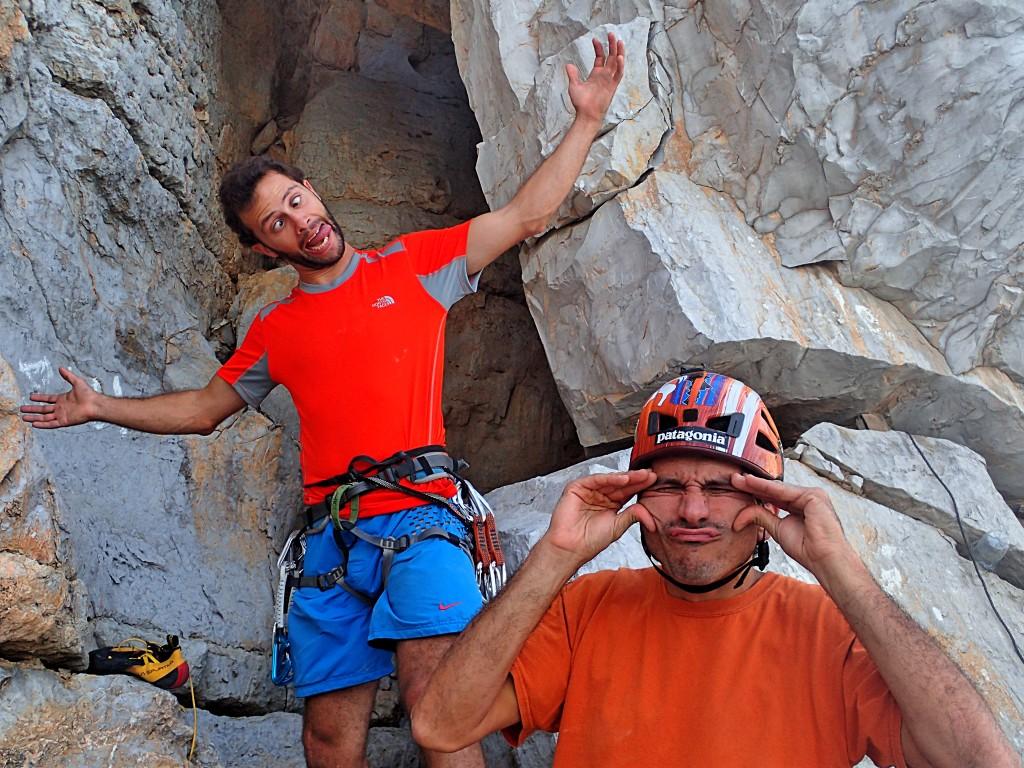 2 serious rock climbers in Khasab