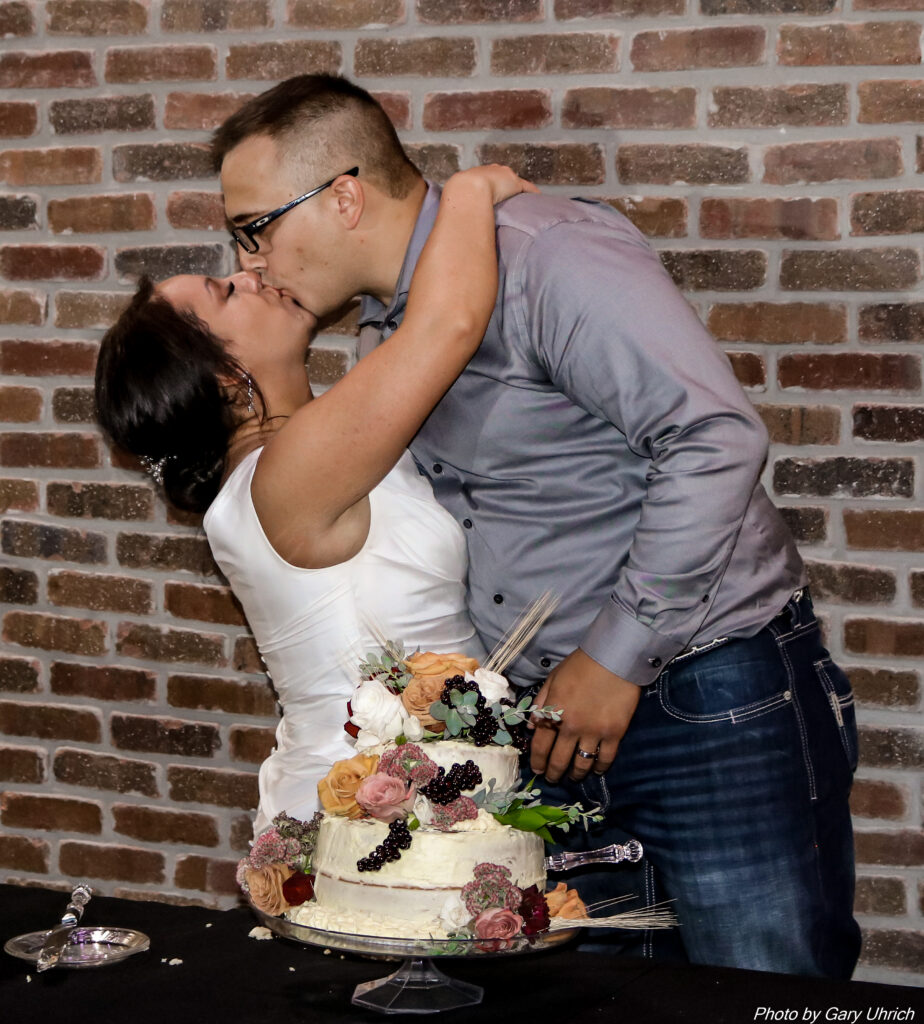 Wedding Cake, Cake Cutting, Kiss