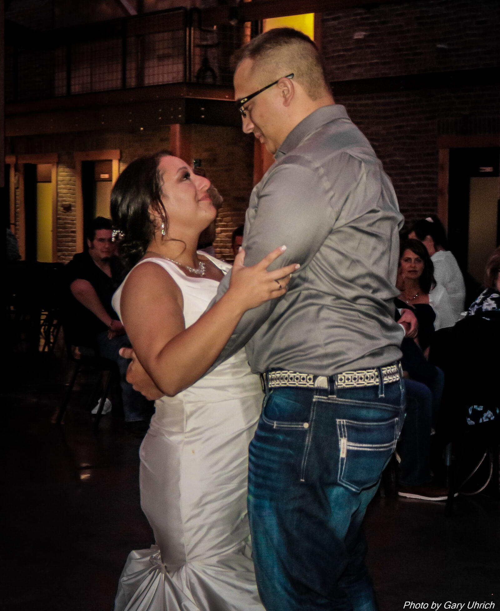 Bride Groom First Dance, Nebraska DJ, Nebraska Photographer, Weborg 21 Centre, The DJ Music System