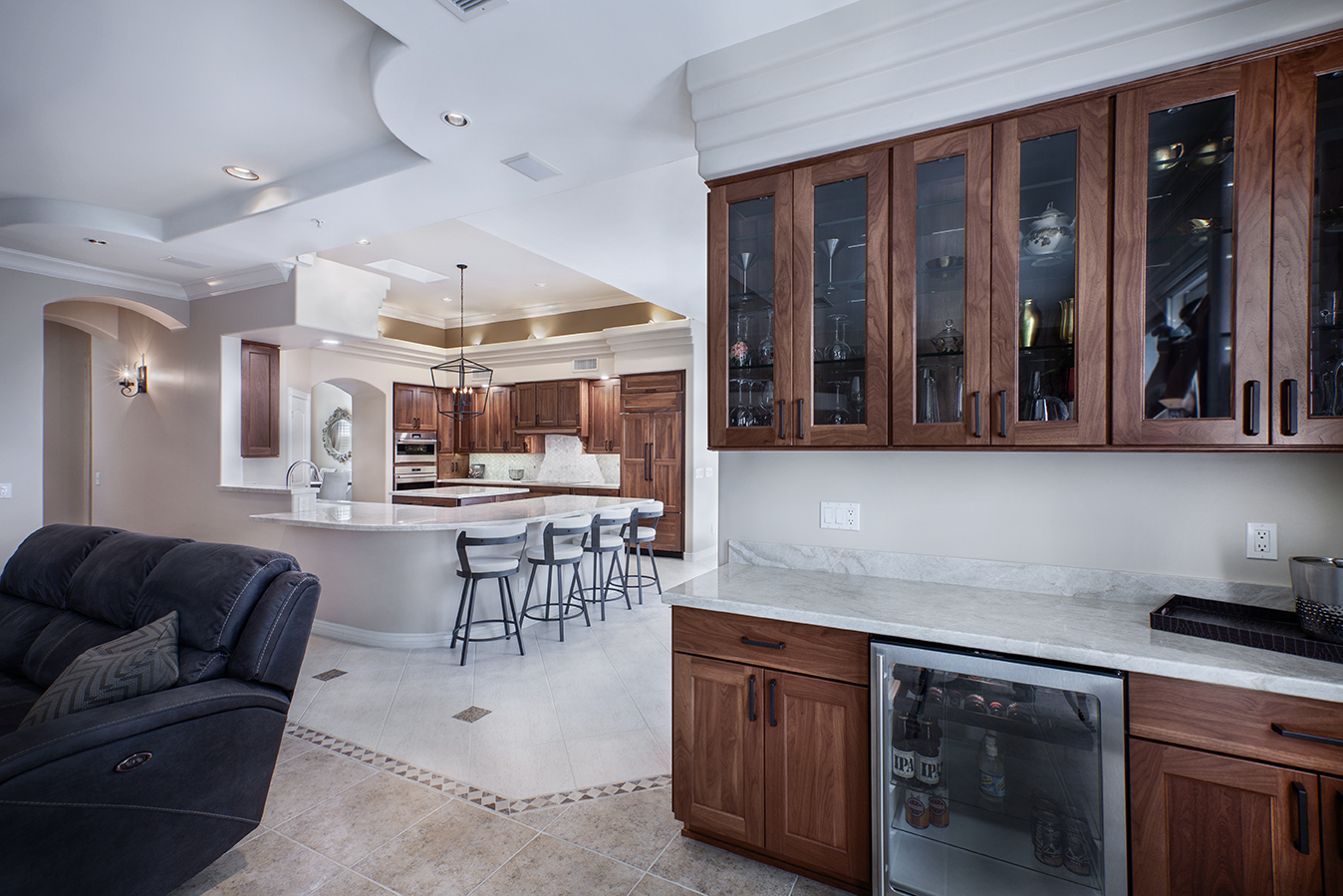 kitchen&wet bar