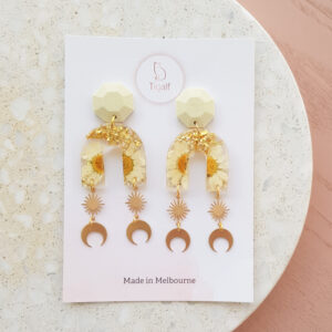 Flowerly Earring – Arch Moon Drop