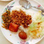 梅満美食。圓山 孔子廟近くの住宅街で、飛行機見ながら魯肉飯