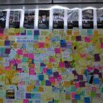 台北・公館の「レノン・ウォール」 で 台湾の小学生たち「香港加油」