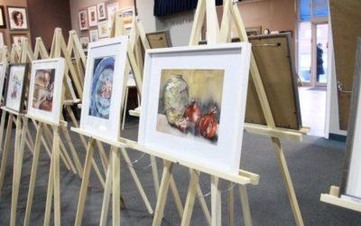 یلدا در نمایشگاه آثار نقاشی زنان هنرمند تورنتو