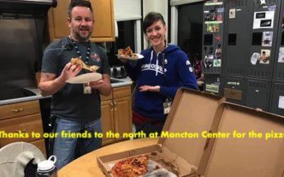 پیتزای همبستگی کاناداییها برای کارمندان آمریکایی