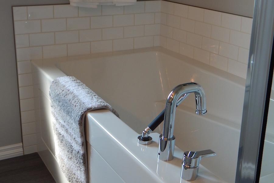 The Perfect Frames to Enhance Bathroom Decor
