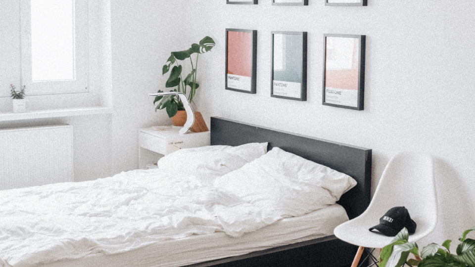 How To Decorate Your Bedroom With Frames