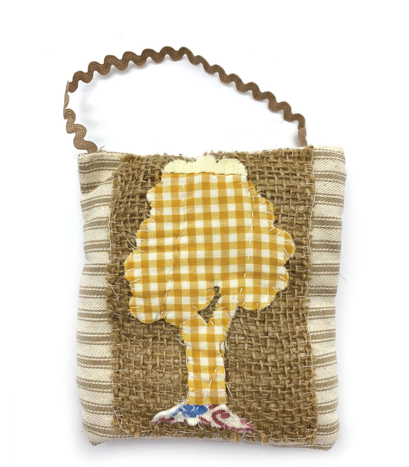 Isabella Handcrafted Cards Gingham Vintage Tree Quilt Hanger