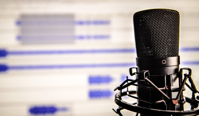 Reverse Any Podcast's Episode Order, Plus 3 Other Ways to Control Your Listening Experience