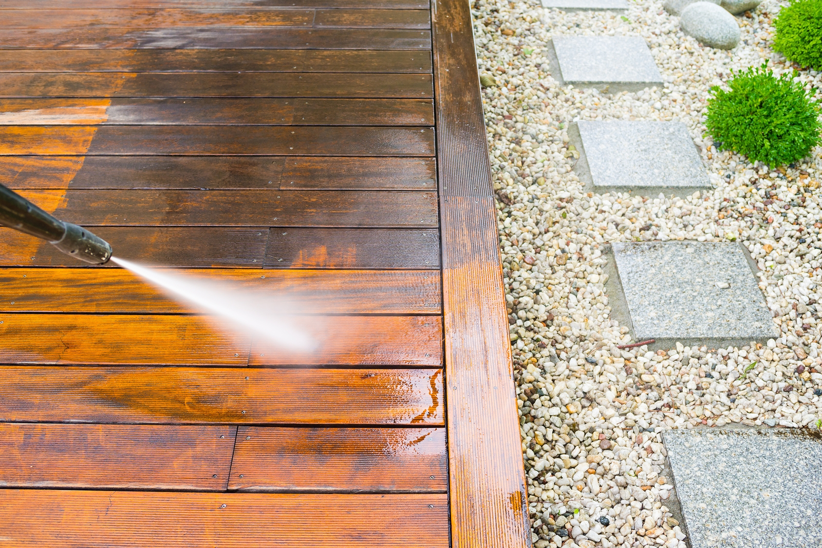 Professional Power Washing Services - Refresh Your Home This Summer