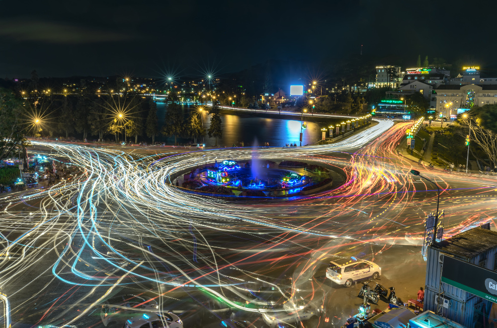 top five defensive driving tipsCrazy nighttime roundabout