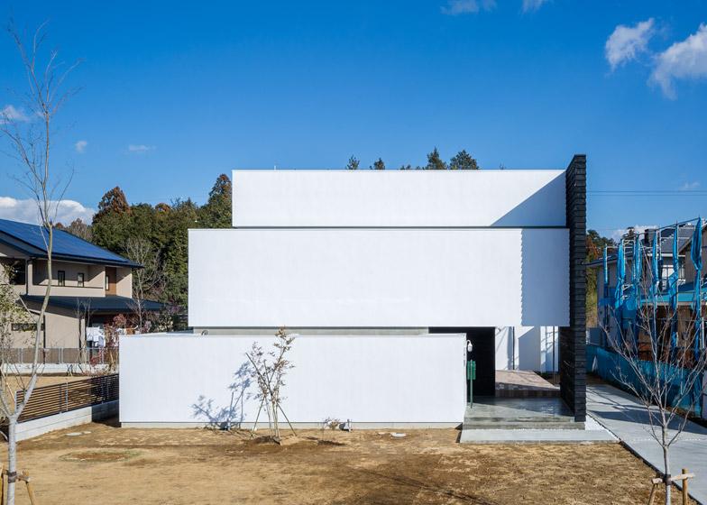 Circle-House-by-Kichi-Architectural-Design_dezeen_784_0