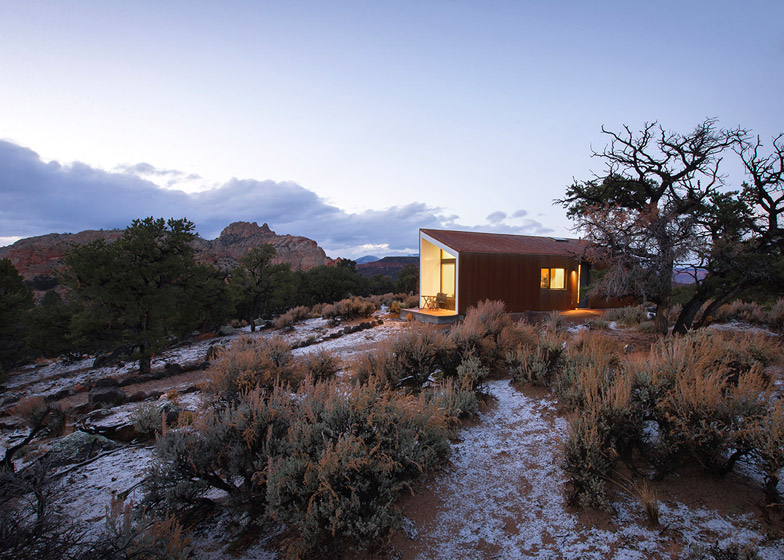 High-Desert-Dwelling-Capitol-Reef-by-Imbue-Design_dezeen_784_0