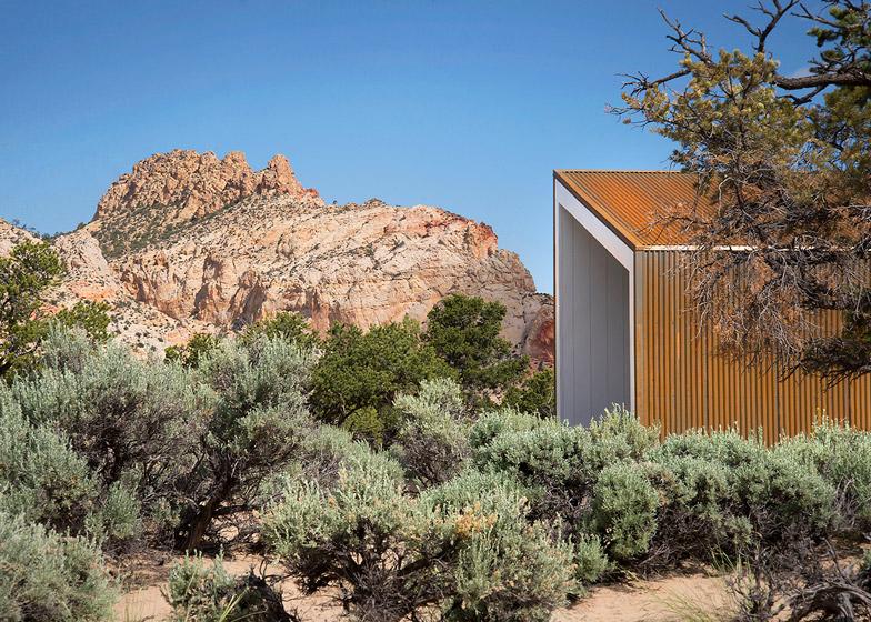 High-Desert-Dwelling-Capitol-Reef-by-Imbue-Design_dezeen_784_1