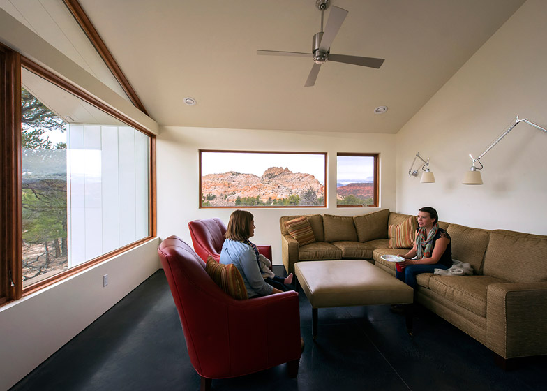 High-Desert-Dwelling-Capitol-Reef-by-Imbue-Design_dezeen_784_10