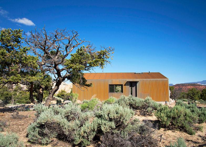 High-Desert-Dwelling-Capitol-Reef-by-Imbue-Design_dezeen_784_16