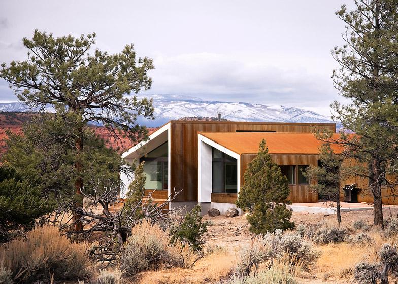 High-Desert-Dwelling-Capitol-Reef-by-Imbue-Design_dezeen_784_4