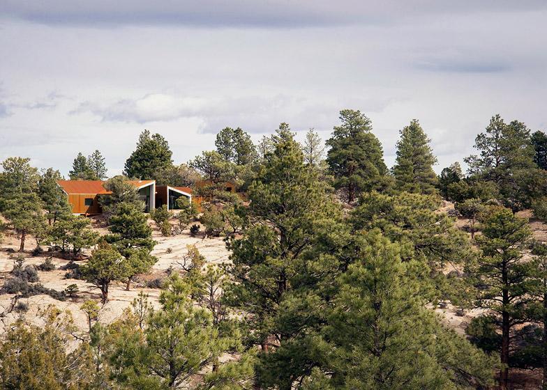 High-Desert-Dwelling-Capitol-Reef-by-Imbue-Design_dezeen_784_5
