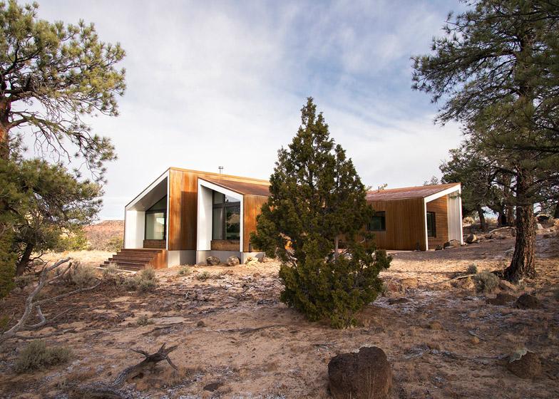 High-Desert-Dwelling-Capitol-Reef-by-Imbue-Design_dezeen_784_8