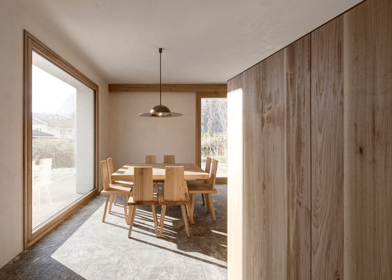 House-at-Mill-Creek-by-Pedevilla-Architects_dezeen_784_2