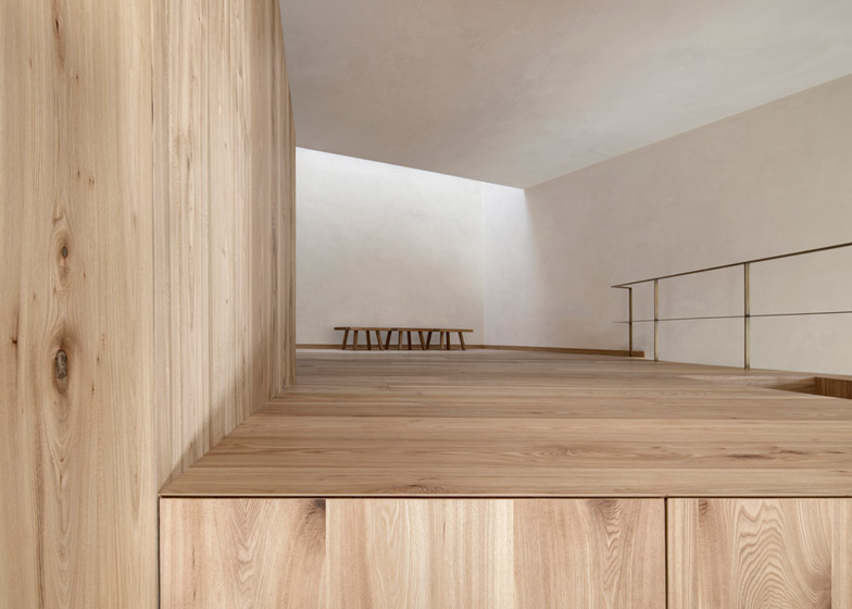 House-at-Mill-Creek-by-Pedevilla-Architects_dezeen_784_4