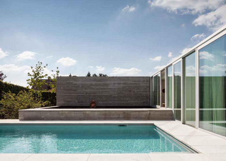 Pool-House-by-Steven-Vandenborre_dezeen_784_1