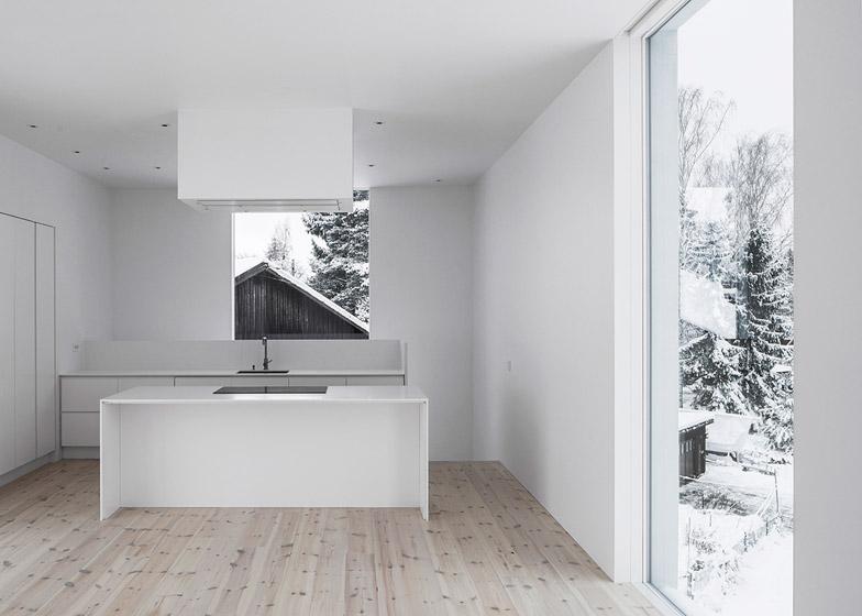 Villa-Mortnas-by-Fourfoursixsix-Architects_dezeen_784_4