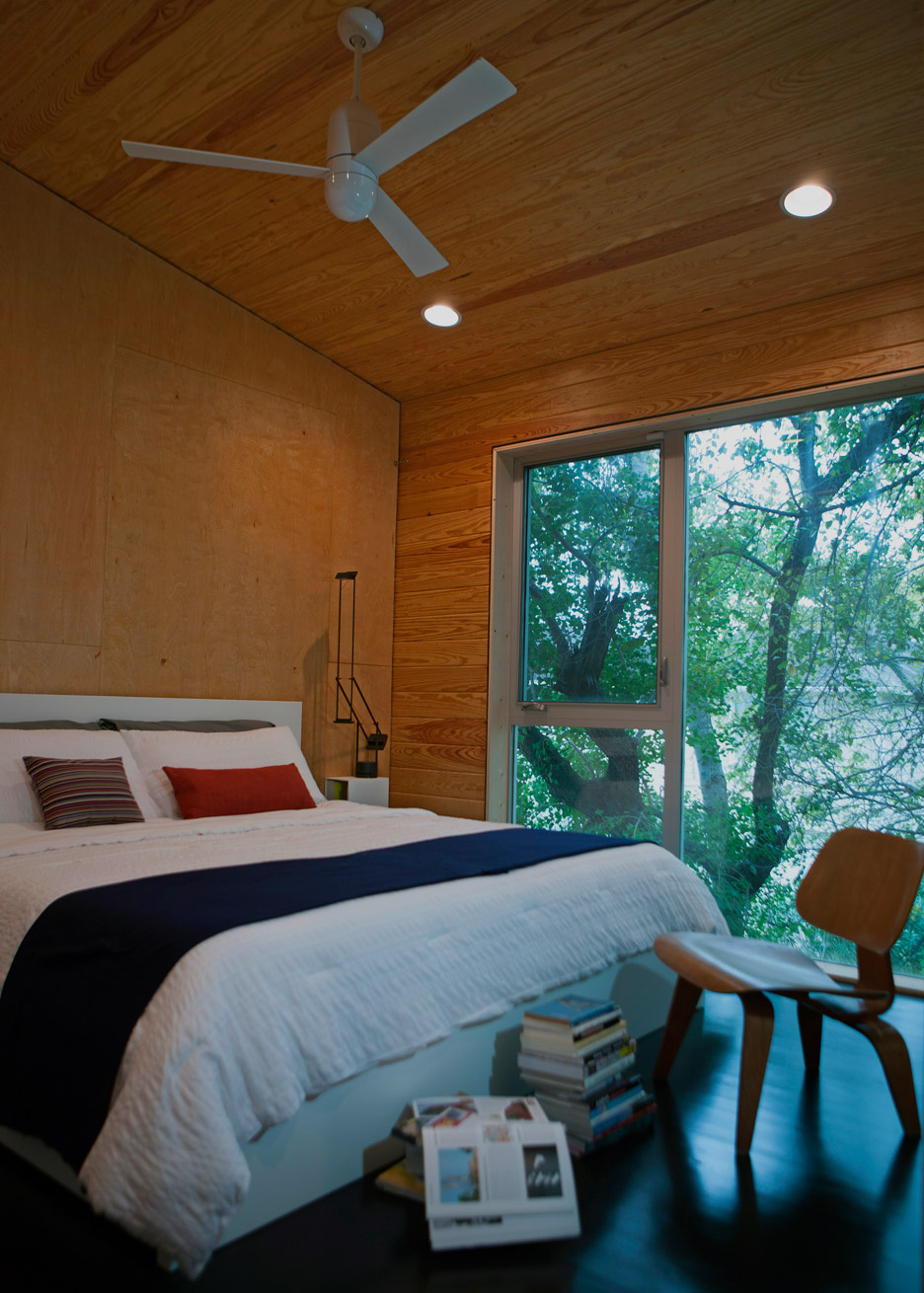shotgun-chameleon-zdes-sustainable-house-timber-texas_dezeen_936_14