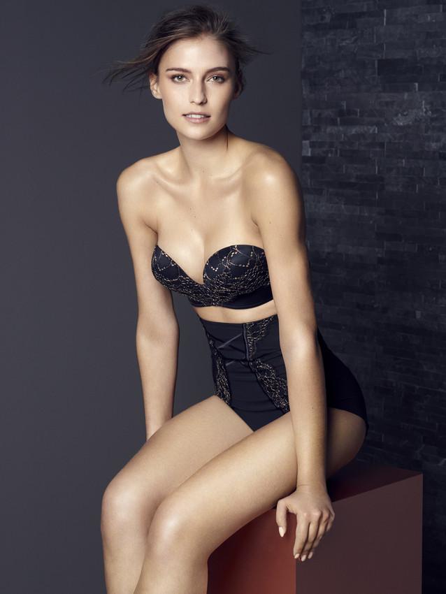 marksandspencer_AW16_lingerie_inovace_Super Hold Strapless-scr