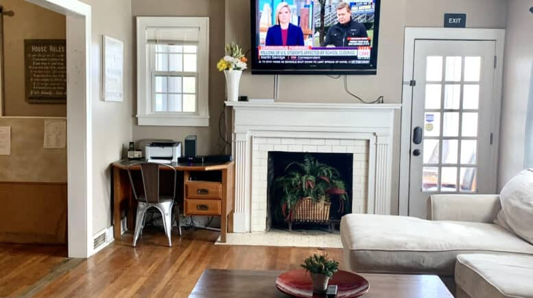 Sober living phoenix - Threshold-Recovery Phoenix Living Room