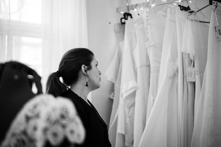 Accompagné par la créatrice et son œil bienveillant vous serez guidé tout au long de la création de votre robe de mariée sur mesure.