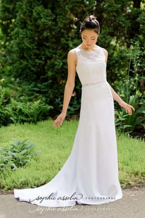 Robe de mariée minimaliste en crêpe de satin