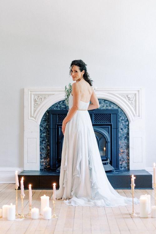 Robe de mariée en soie bleue