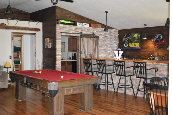 Bar and pool table at FishInn