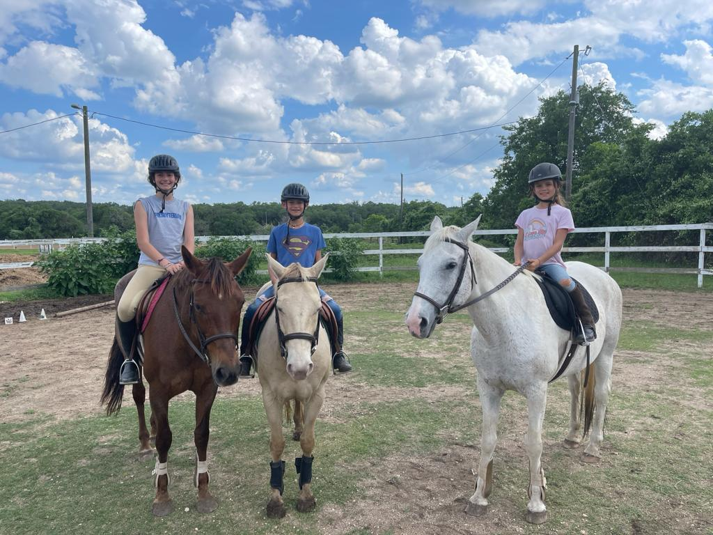 Kids on horses in round pen at Bel Canto Farms