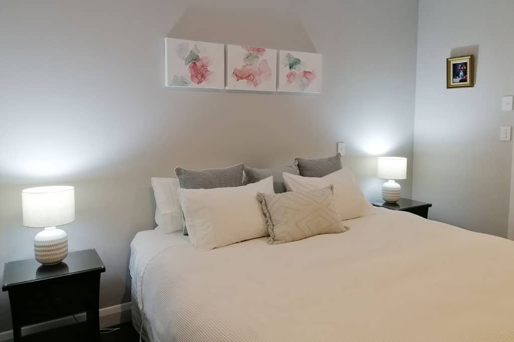 Stay-in-Taupo-Accommodation-Bed-and-Breakfast-in-Taupo-Waikato-New-Zealand-Super-king-or-Twin-Room-4