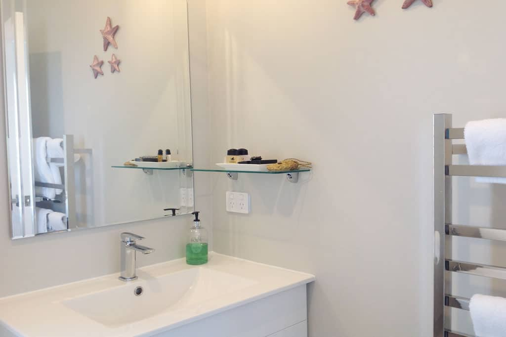 Stay-in-Taupo-Accommodation-Bed-and-Breakfast-in-Taupo-Waikato-New-Zealand-Super-king-or-Twin-Room-6
