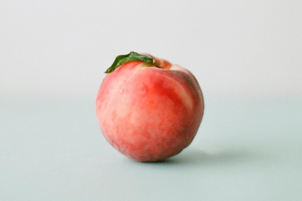 photo if a single peach
