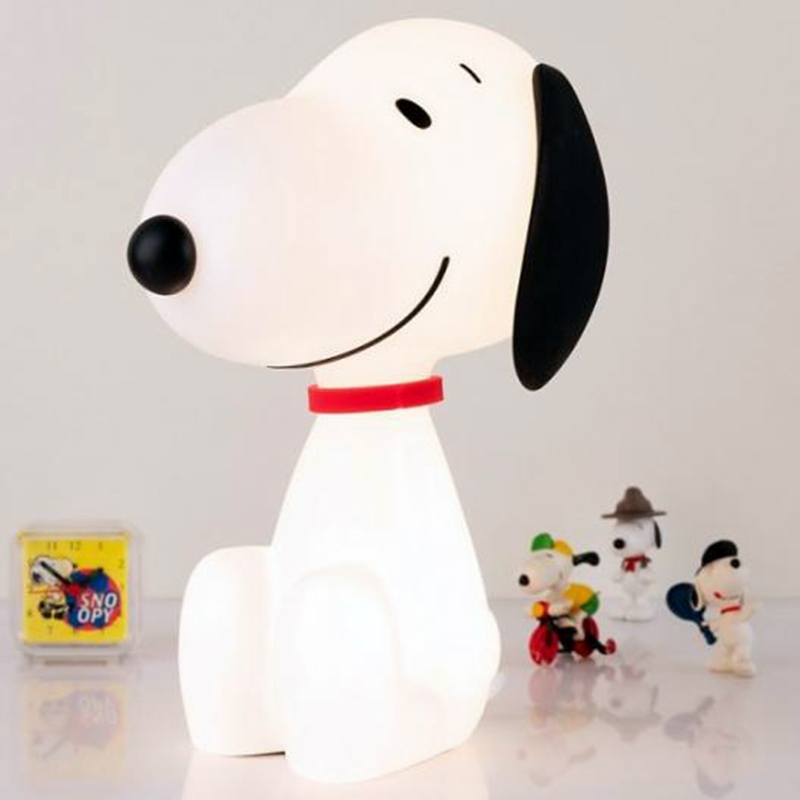 Snoopy-Lamp-On-Nightstand