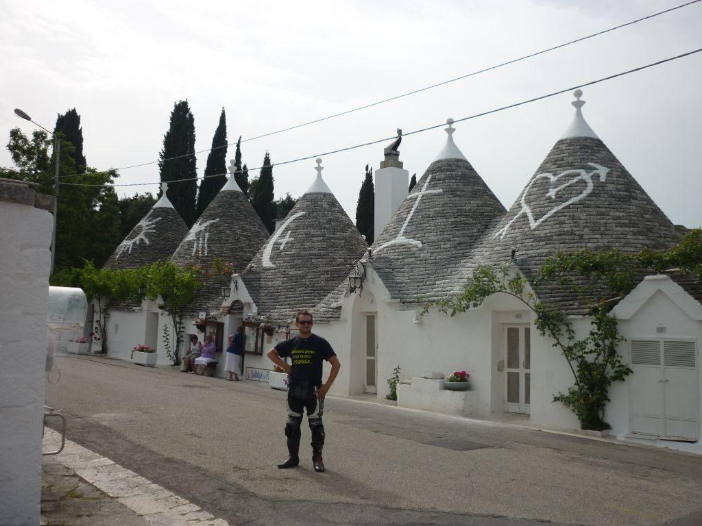 italiainpiega-itinerari-moto-sud italia-claudio-alberobello