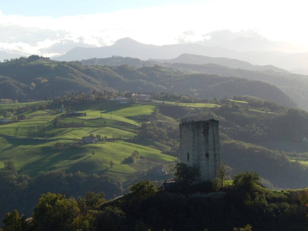 italiainpiega-pieghe-meravigliose-itinerari-moto-nord-italia-castelli-di-canossa