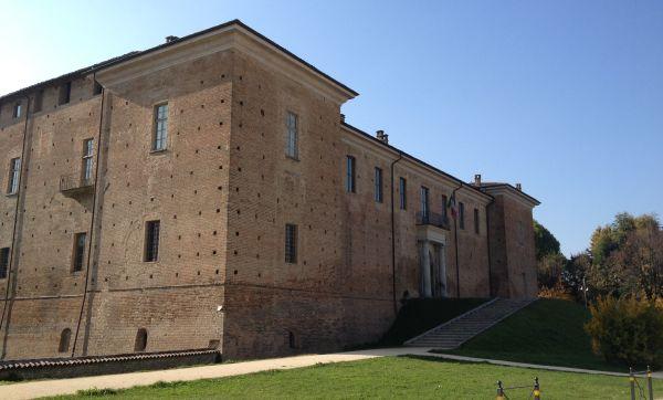 italiainpiega-pieghe-meravigliose-itinerari-moto-nord-italia-vinando-oltrepo' pavese-voghera-castello-viscconteo