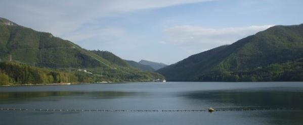 italiainpiega-pieghe-meravigliose-itinerari-moto-nord-italia-le-curve-storiche-del-mugello-suviana-lago