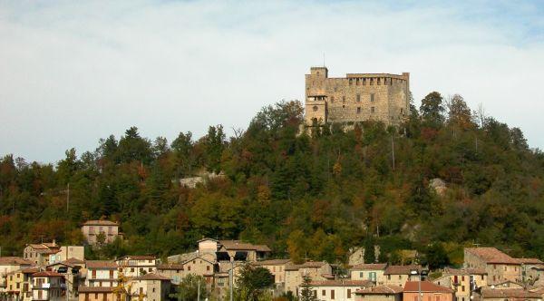 italiainpiega-pieghe-meravigliose-itinerari-moto-nord-italia-vinando-oltrepo' pavese-castello-dalverme-zavattarello