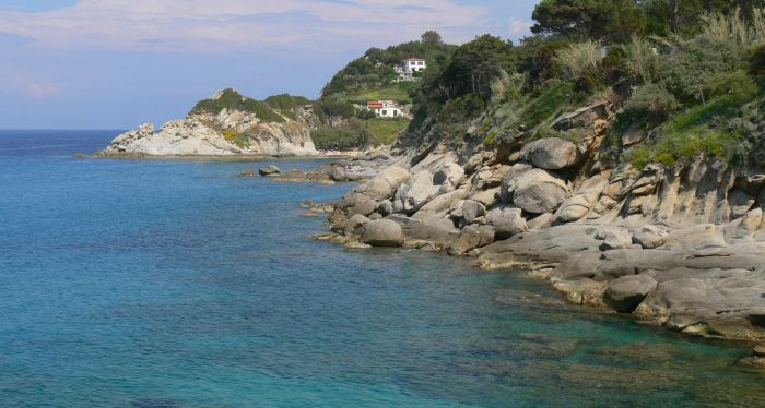 italiainpiega-pieghe meravigliose-itinerari-moto-centro-italia-isola d'elba-spiaggia di cotoncello