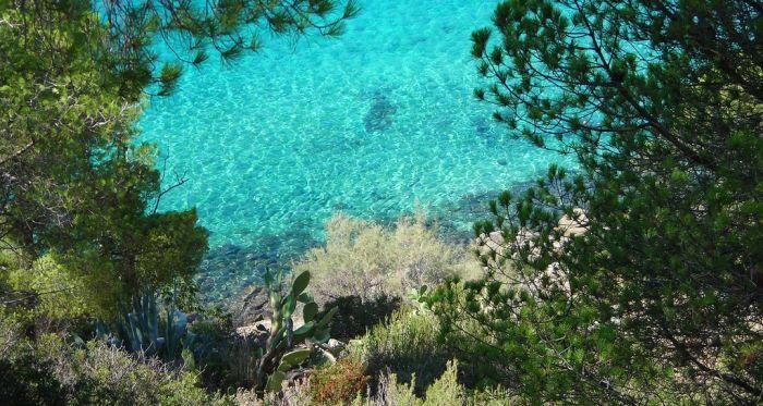 italiainpiega-pieghe meravigliose-itinerari-moto-centro-italia-isola d'elba-spiaggia di fetovaia