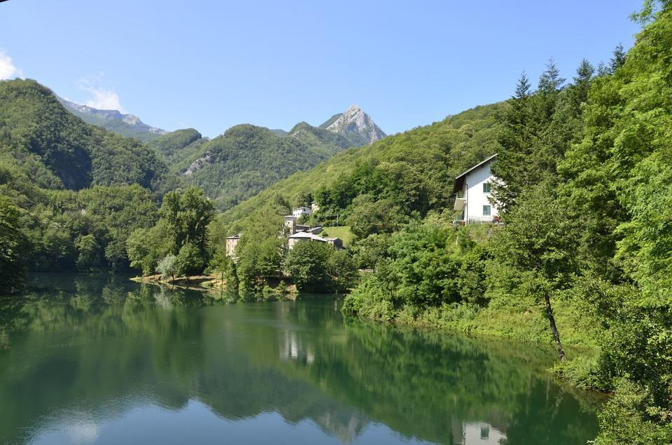 italiainpiega-pieghe meravigliose-itinerari-moto-centro-italia-garfagnana-lago santa isola