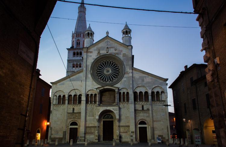 italiainpiega-pieghe meravigliose-itinerari moto pianura padana-unesco-modena-duomo
