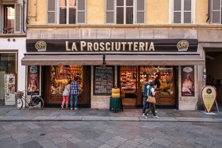 italiainpiega-pieghe meravigliose-itinerari moto pianura padana-la via del gusto est-ovest-parma prosciutteria